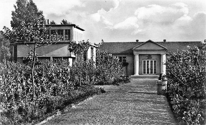 Budynek Centralnej Doświadczalnej Stacji Jedwabniczej Milanówek zbiory M. Dygas i Cyfrowego Archiwum Tradycji Lokalnej w Milanówku (CATL) M. Koszuta