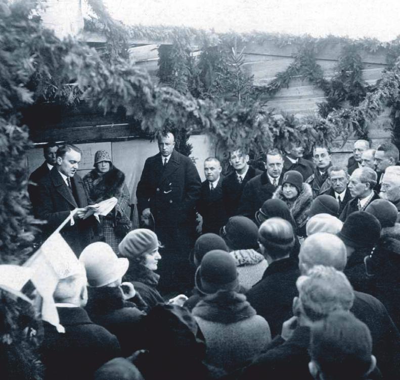 Wmurowanie kamienia węgielnego pod budowęCentralnej Doświadczalnej Stacji Jedwabniczej na zdj. m.in. Henryk Wiitaczek